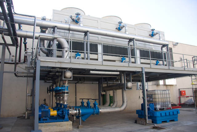 Highly energy efficient and especially noiseless induced open (axial) draft cooling towers